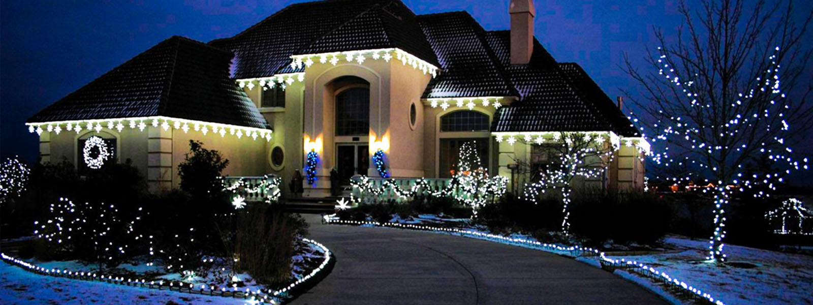 The Lawn Barber Holiday Lighting Installed Long Island